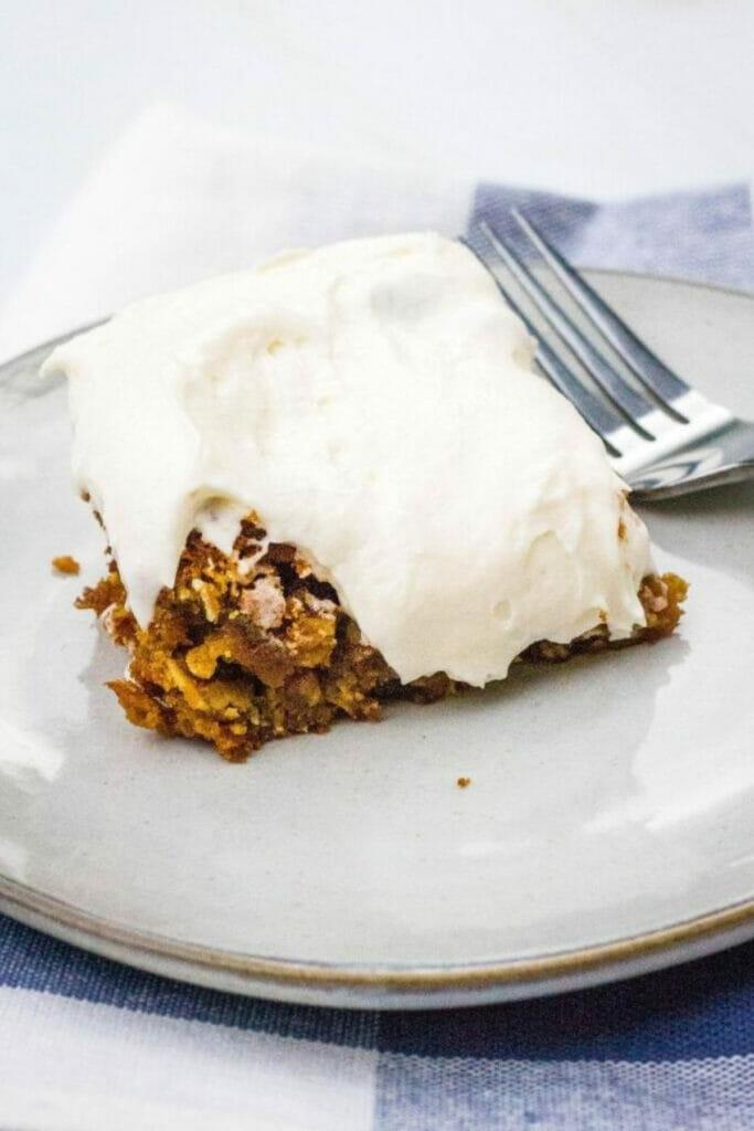 oatmeal creme pie cake bars