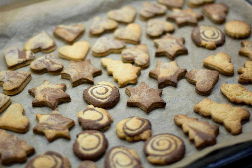 cookies on baking paper